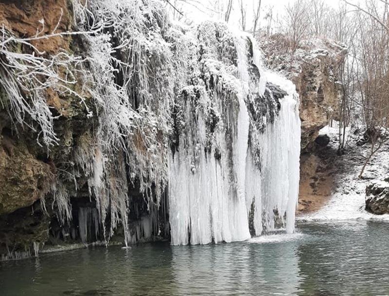 На Дунаєвеччині водоспад Бурбун вкрився бурульками