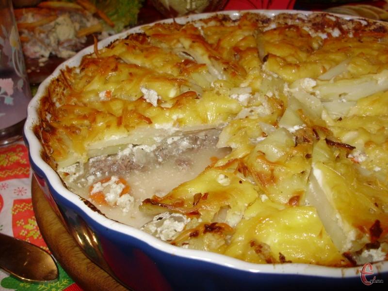 Найсмачніша картопля, запечена в духовці з фаршем.