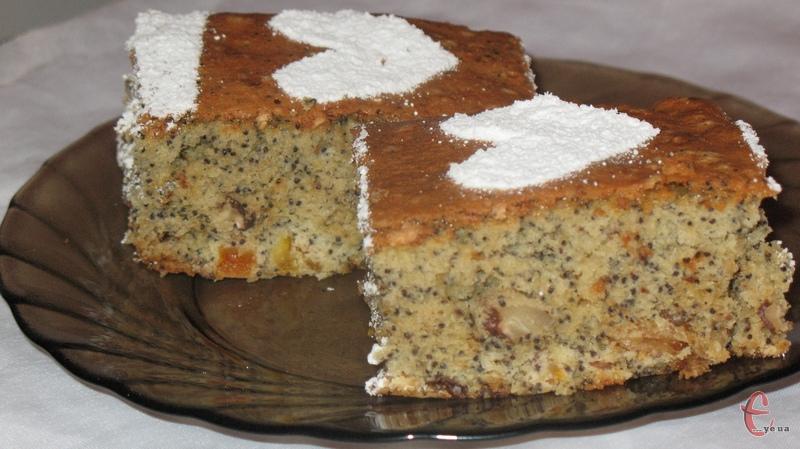Простий у виготовленні смачний маковий пиріг, який колись давно вигадали польські кулінари.