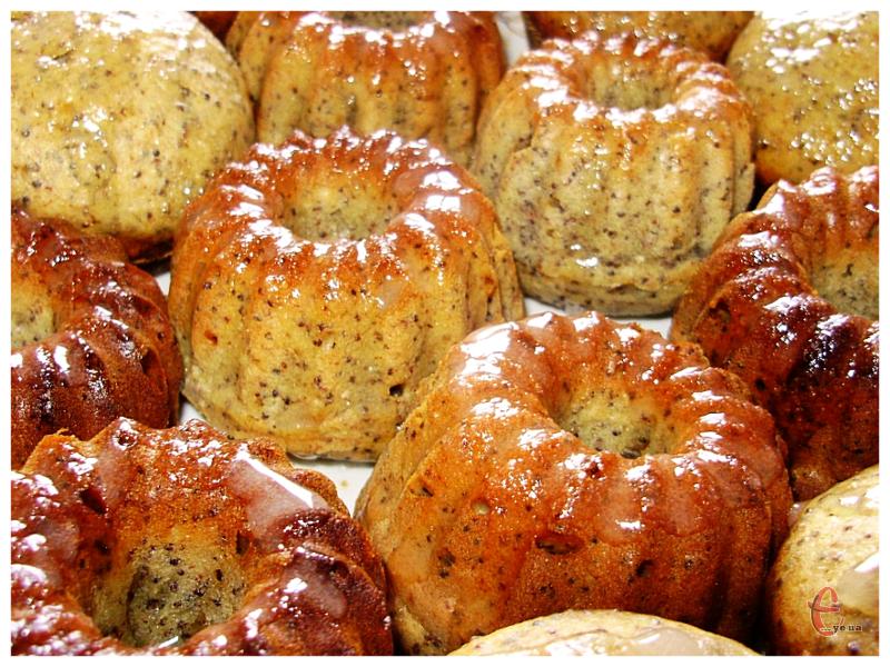 Плюс макових смаколиків — при мінімальній кількості вершкового масла просто величезна порція.