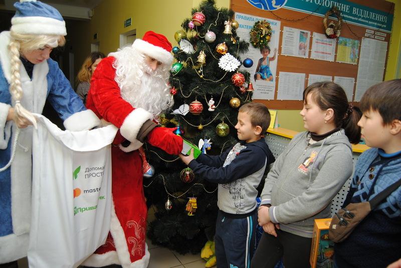 Від імені клієнтів ПриватБанку, діток привітали з новорічно-різдвяними святами