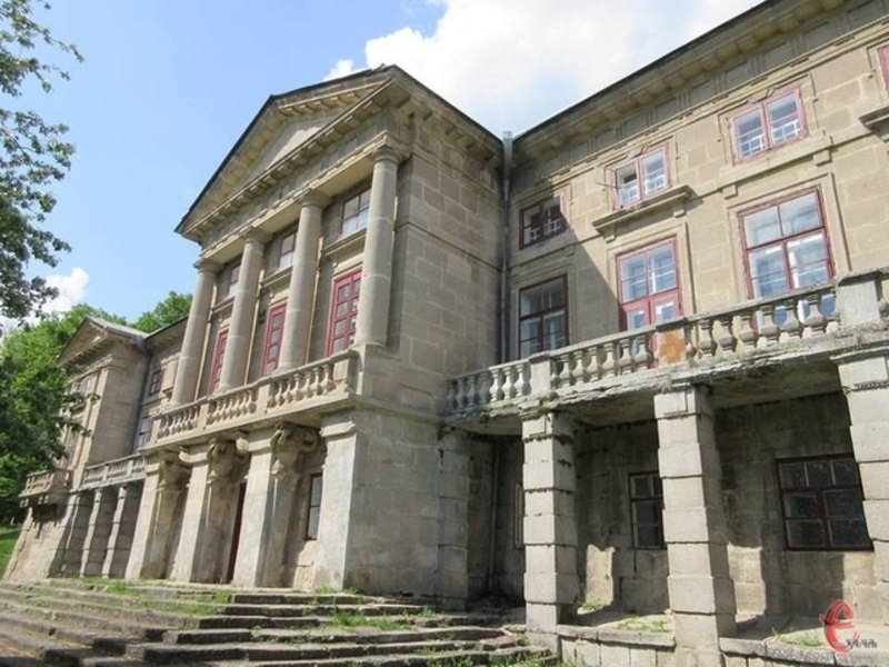 За словами художників-реставраторів, навіть ці невеличкі дослідження можуть дати можливість уявити розкіш інтер'єрів палацу Орловських