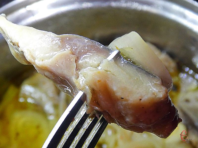 За таким рецептом можна маринувати не лише скумбрію, але й ставриду чи оселедець.