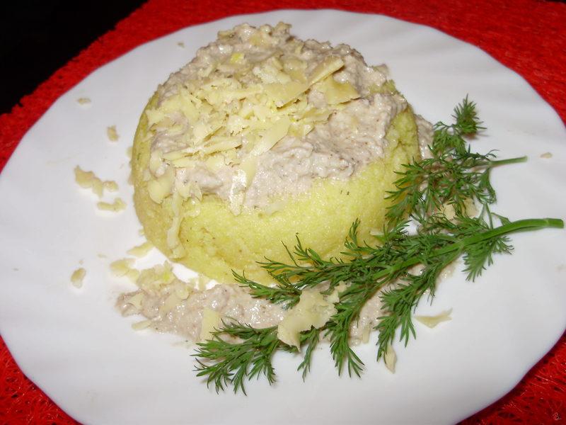До мамалиги часниково-горіховий соус просто ідеально «пасує».
