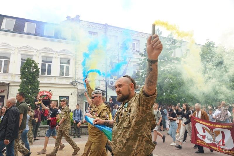 Ветерани та чинні військові пройшли Маршем до Дня Героїв