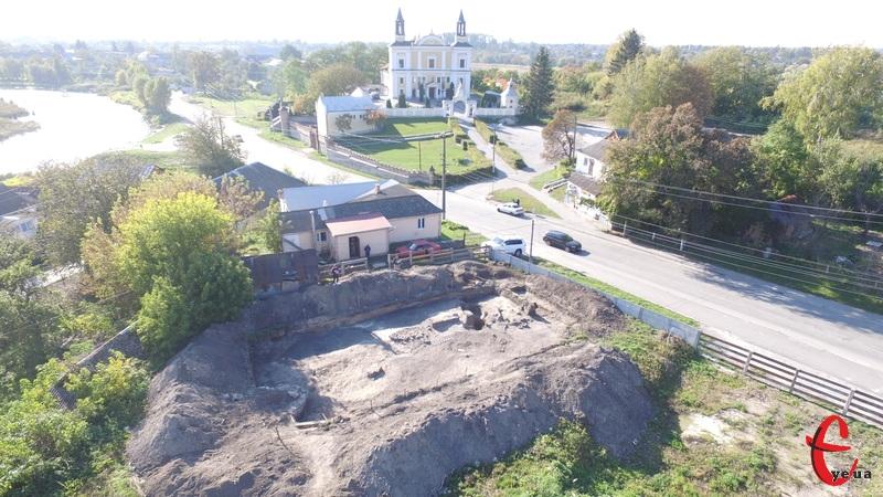 Археологи досліджують ділянку в історичній частині міста