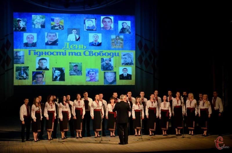 Також нагородили бійців, які воюють на сході країни, та відзначили роботу волонтерів і активістів у тилу.