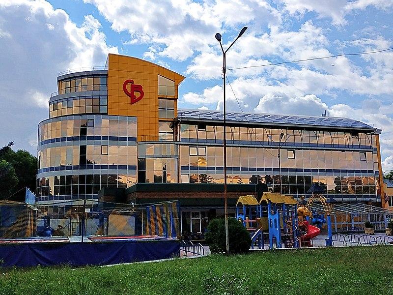 Хоча наприкінці 2019 року виконком розірвав договір оренди з ТОВ «Браво», воно досі користується майном кінотеатру «Сілістра»