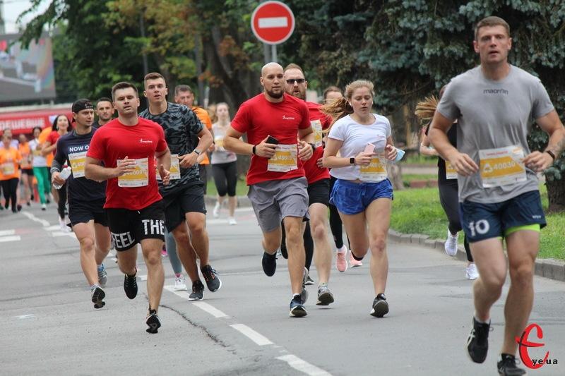 На Хмельниччині, за даними управління статистики,  хоча б раз на тиждень займаються фізкультурою та спортом менше третини (30,9%) чоловіків та кожна восьма (13,1%) жінка