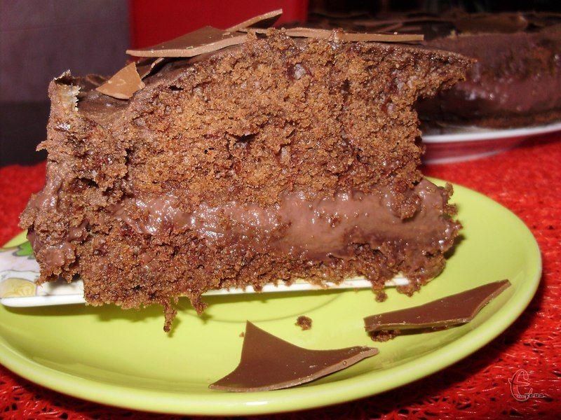 Мінімум продуктів, мінімум часу і у вас на столі прекрасний супер-вологий шоколадний тортик.