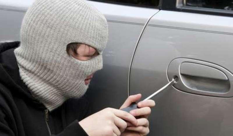 Правоохоронці розшукують осіб причетних до злочину