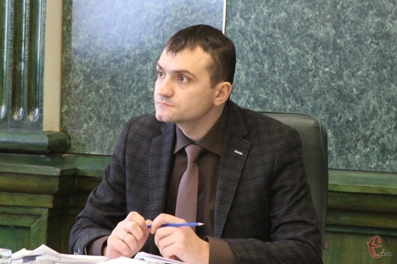 Мер Хмельницького став двірником.