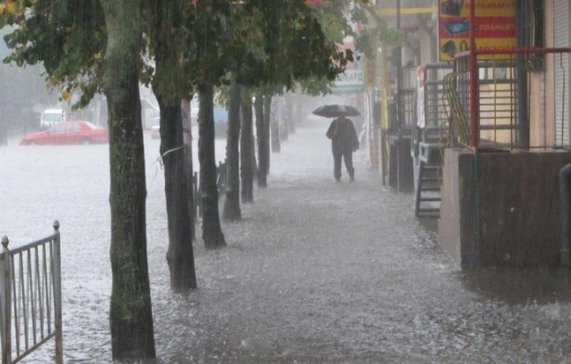 На Хмельниччині за годину прогнозують сильну зливу