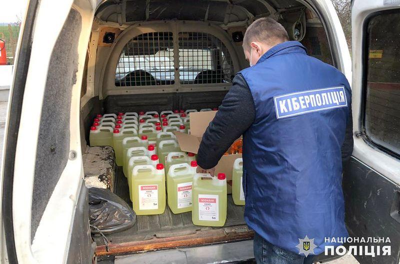 На Хмельниччині кіберполіція виявила чоловіка, який здійснював незаконну торгівлю антисептичним засобом