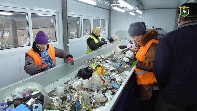 У Дунаївцях планують мати вигоду зі сміття