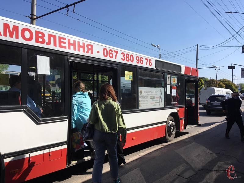 Великогабаритні автобуси можуть перевозити близько 40 осіб. Фото: з архіву