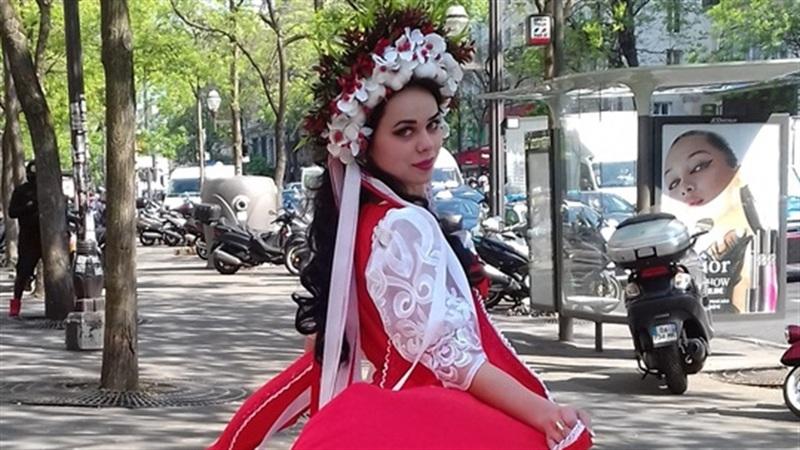 На конкурсі дівчина була в національному весільному вбранні