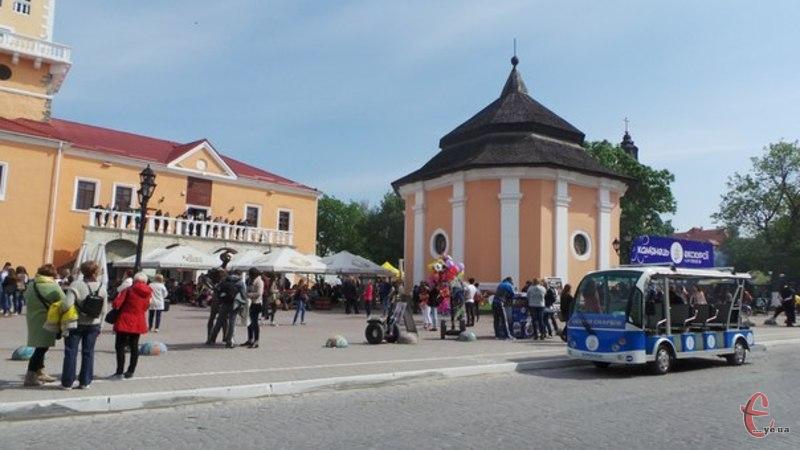 Лідерами щодо наповнення місцевої казни за рахунок туристів та автомобілістів є міста Кам'янець-Подільський та Хмельницький