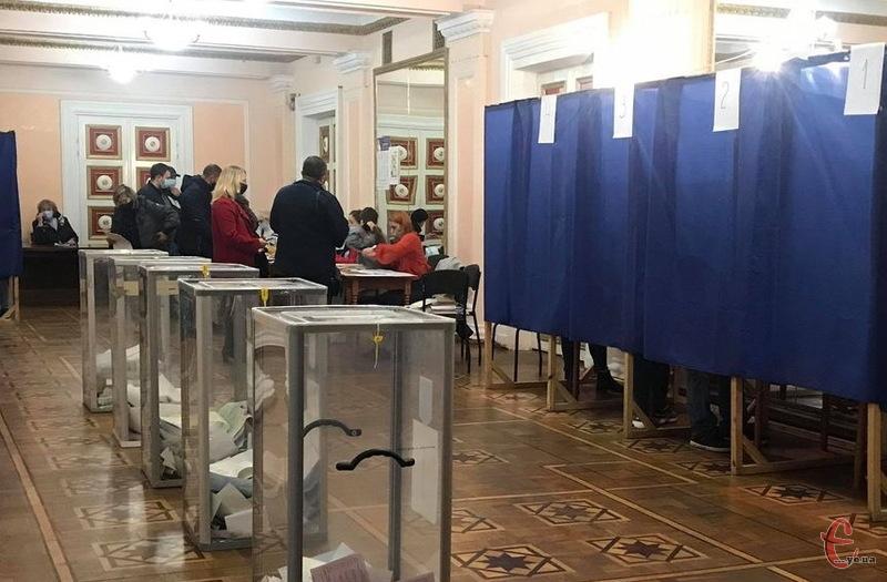 Активніше за мешканців нашої області голосували шість областей