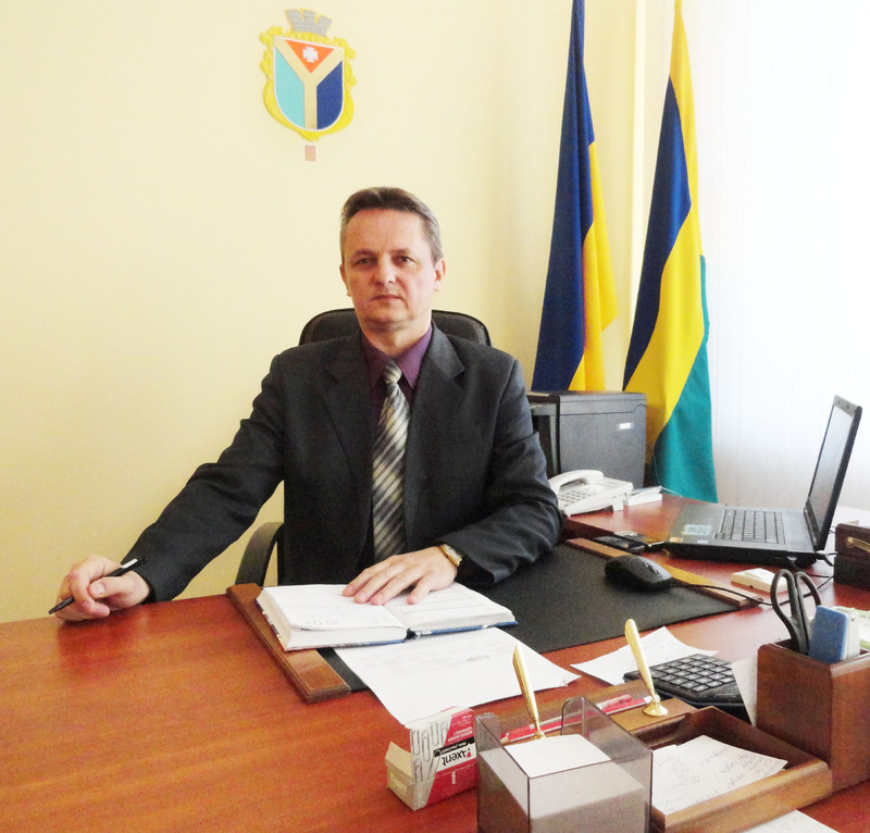 Міський голова Шепетівки з дружиною усі грошові заощадження, які загалом складають 270 тисяч гривень, позичили третім особам.
