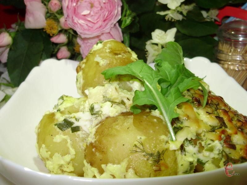 Все досить лаконічно і без «заморочок». Картопелька виходить ніжно-вершковою, з легкою сирною скоринкою.