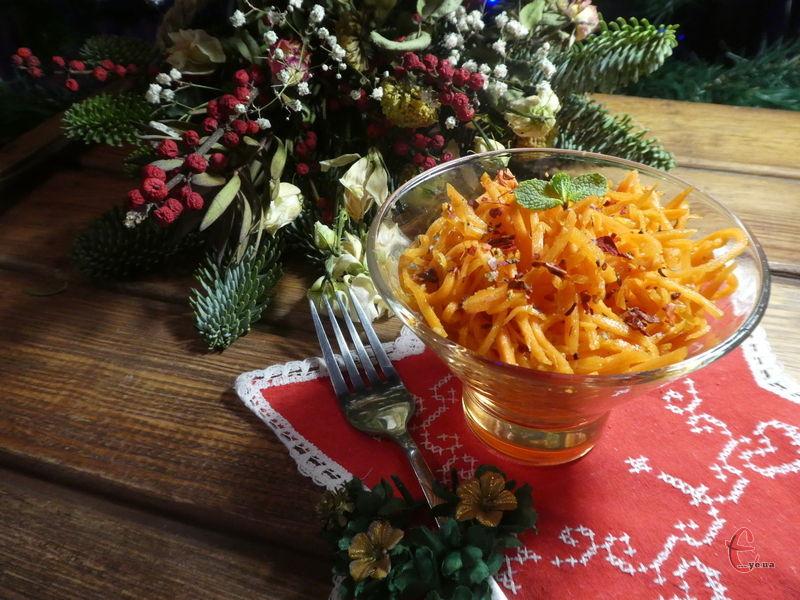 Морква виходить ароматною, дуже соковитою, солодко-гостренькою, в міру хрусткою.