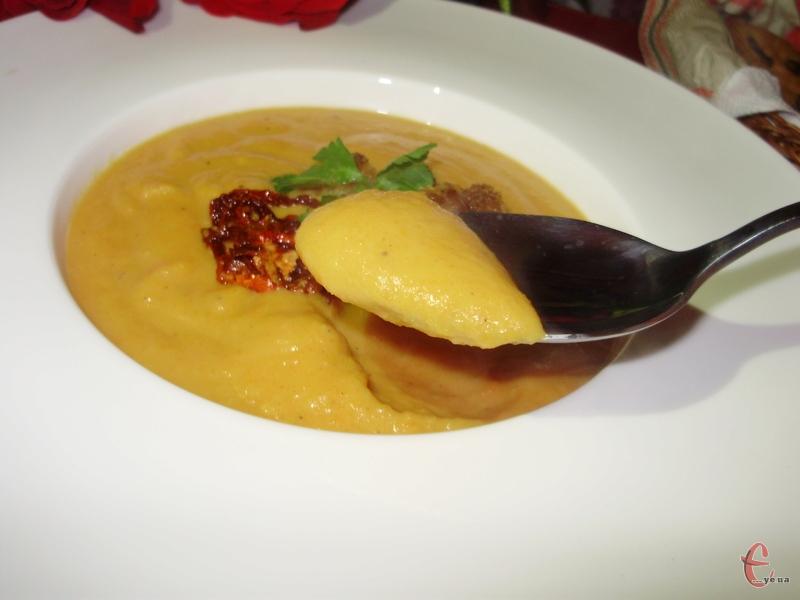 По-справжньому зимова, дуже смачна і легка в приготуванні перша страва з легким імбирним смаком.