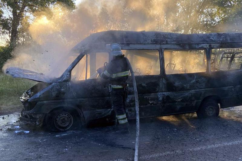 Вогонь завдав збитків власнику автомобіля Mercedes Sprinter, попередньо, на 190 тисяч гривень