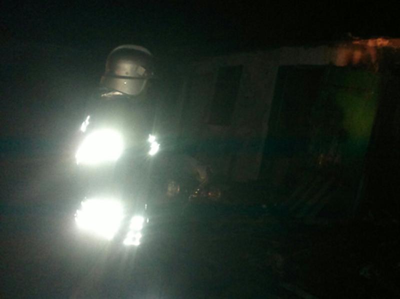 Внаслідок пожежі вогнем знищено покриття сараю, пошкоджено домашні речі та майно