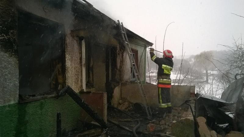 Вогнеборці загасили пожежі, а ось врятувати чоловіка було запізно - його знайшли мертвим
