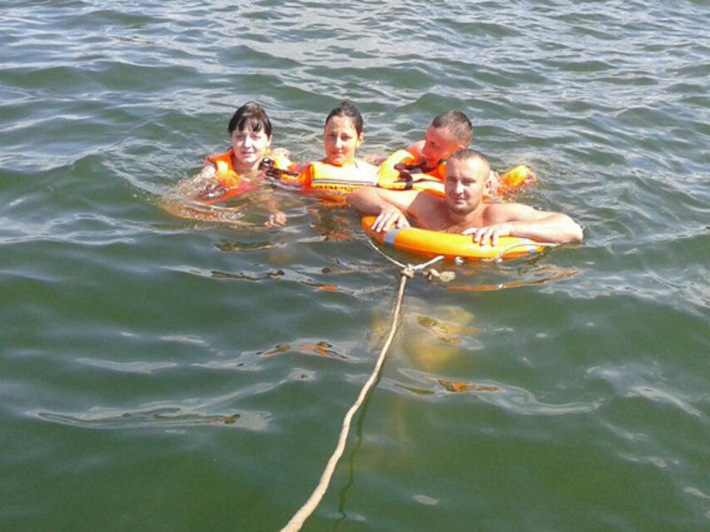 Людей переправили на берег