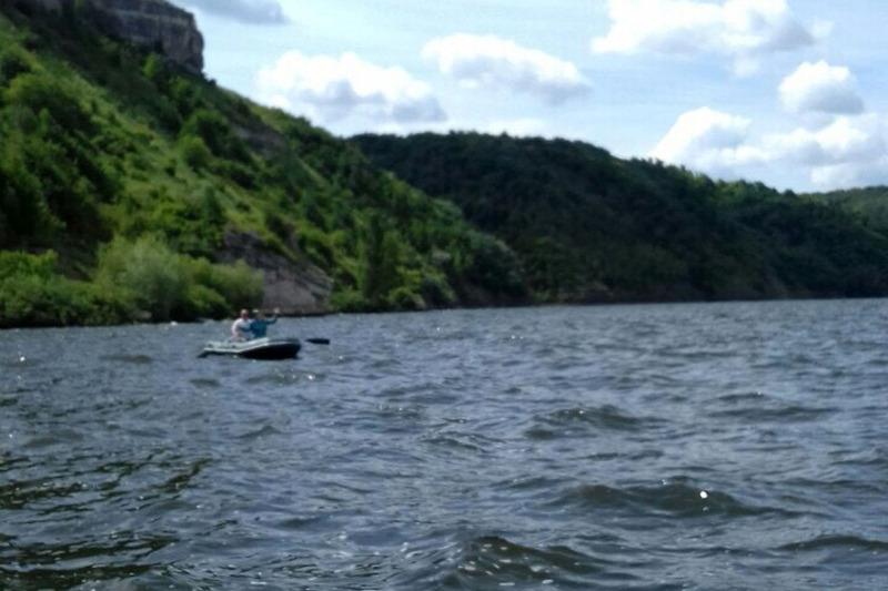 На Дністрі вітер відніс човен