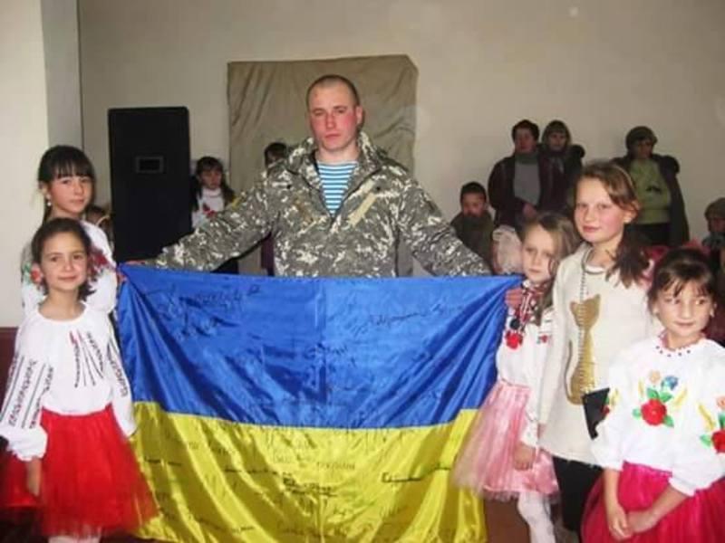 Дмитро Філімонов, приєжджаючи в відпустку, зустрічався з школярами.