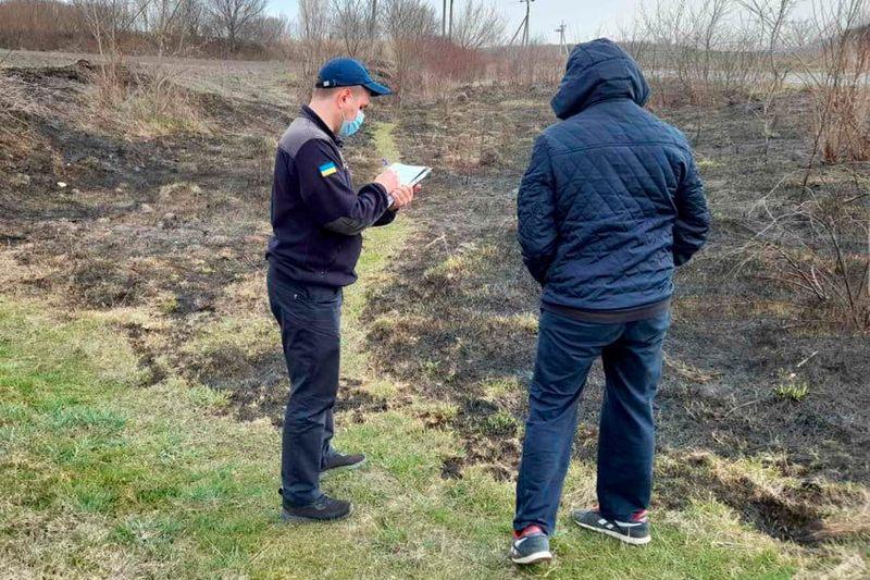 Рятувальники вкотре закликають не палити суху траву