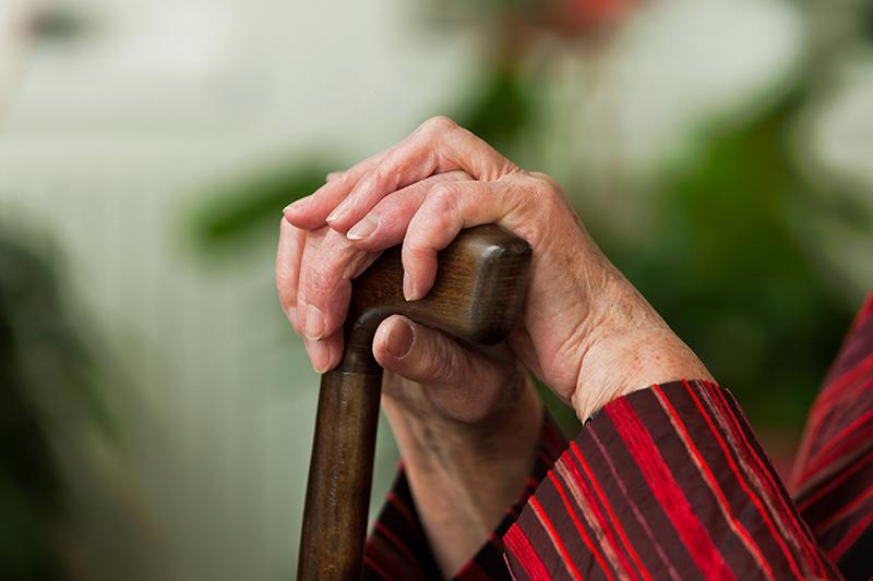 У суперечці жінка вдарила бабусю по голові, а потім задушила