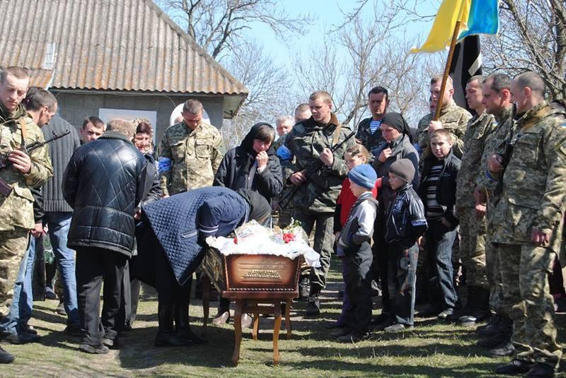 Поховали військового 11 квітня.