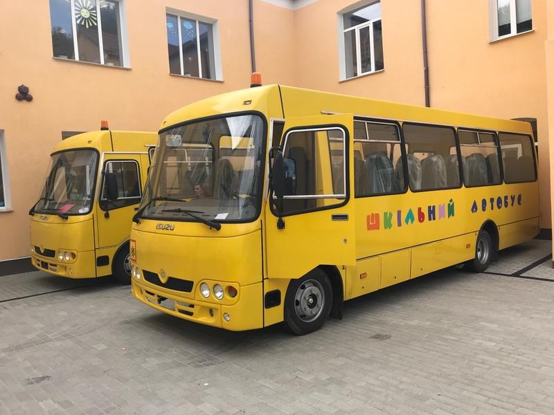 Автобуси придбали, щоб підвозити дітей до шкіл із сіл Завадинці та Борщівка