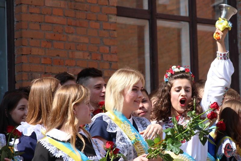 Всього цього навчального року в школах Хмельниччини навчалося 128 тисяч дітей.