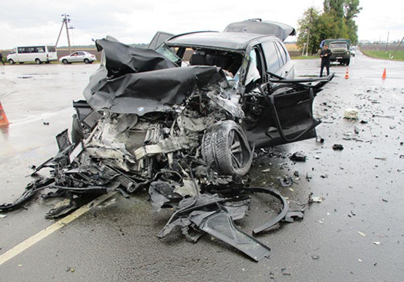 Автомобіль розтрощило, водій помер на місці