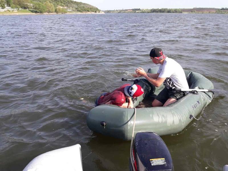 Служба порятунку просить не запливати на човнах у місця із сильною течією