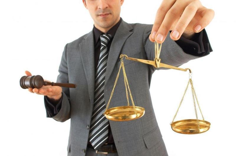 Адвокату загрожує від трьох років позбавлення волі