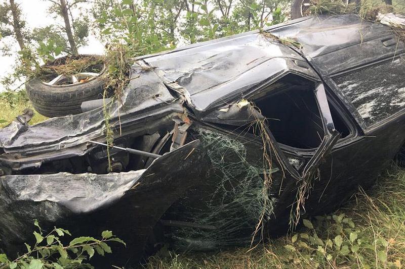 У Чемеровецькому районі автомобіль злетів у кювет