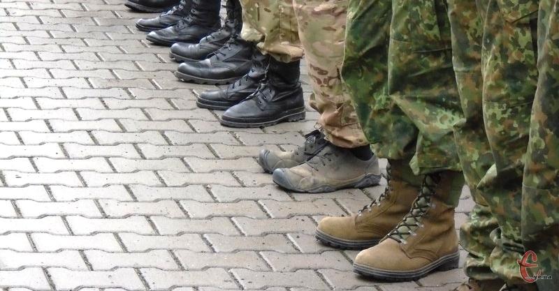 Планове завдання для Хмельниччини по комплектуванню військових частин військовослужбовцями за контрактом – більше 1400 чоловік. Фото: з архіву