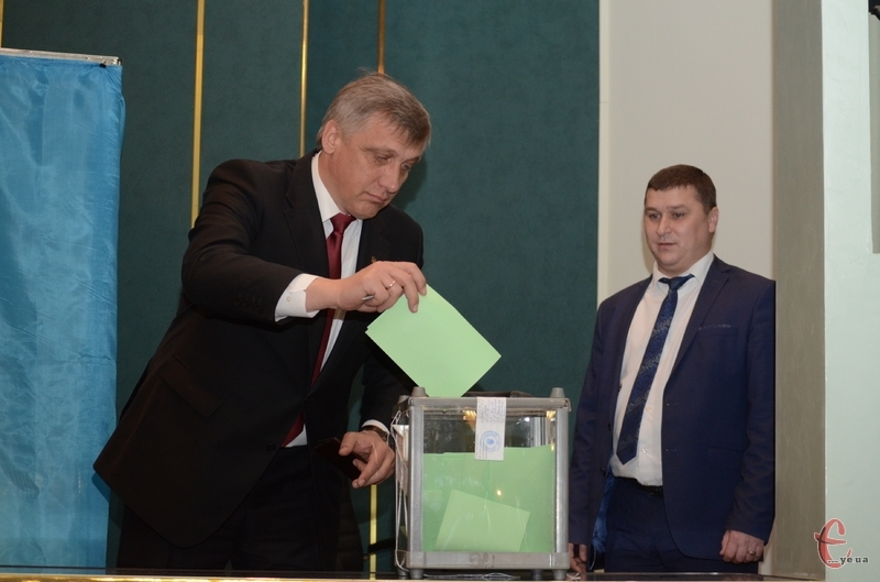 Голову обирали шляхом таємного голосування