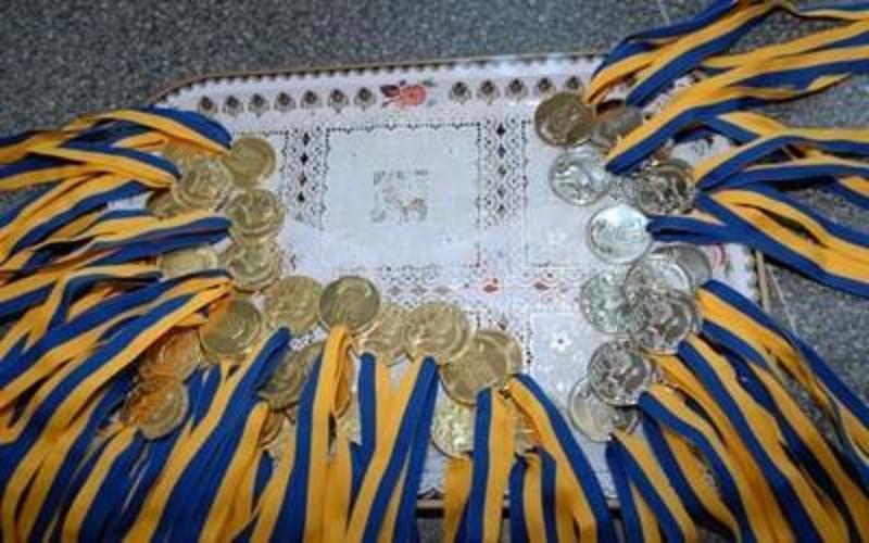 Золоті медалі отримали лише 54 відсотки з тих, кого подали