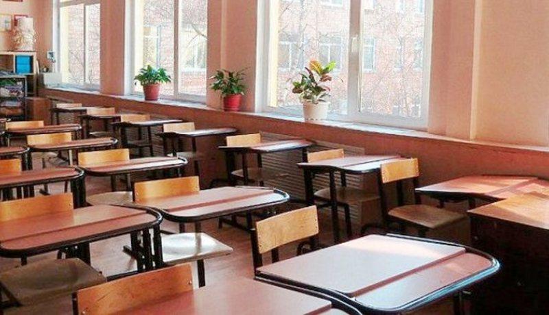 Приводом до закриття навчальних закладів став менінгіт, на який захворіло четверо школярів
