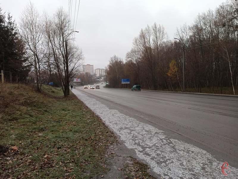 На дорогах області ускладнення руху через погодні умови