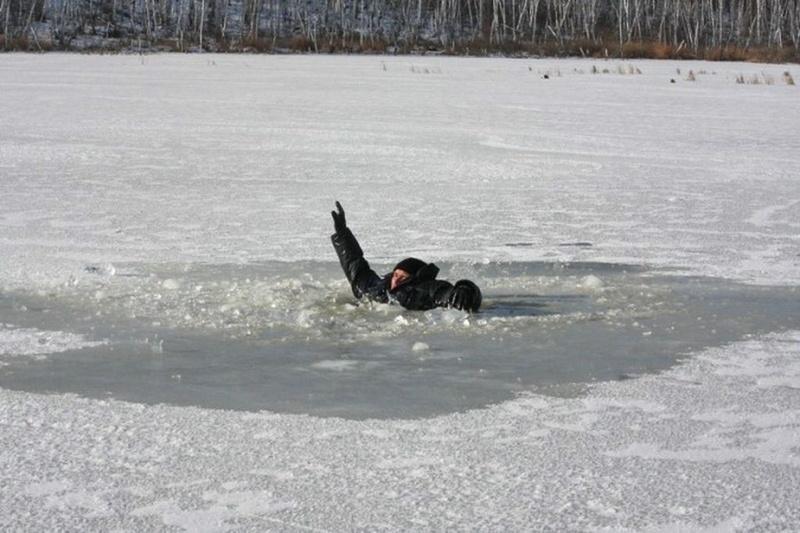 55-річний шепетівчанин приїхав у Лотівку порибалити та провалився під лід