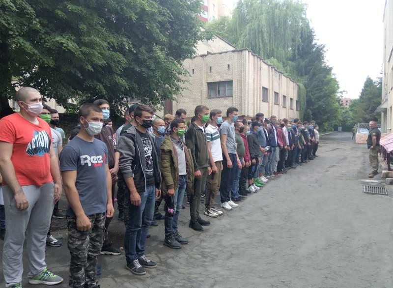 На Хмельниччині триває призов на строкову військову службу