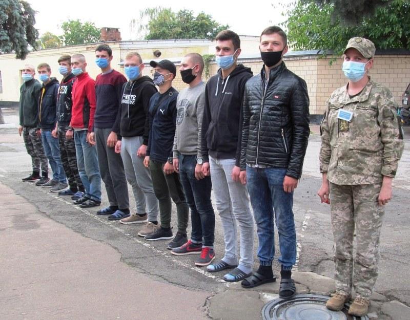 На Хмельниччині до війська покликали 567 юнаків